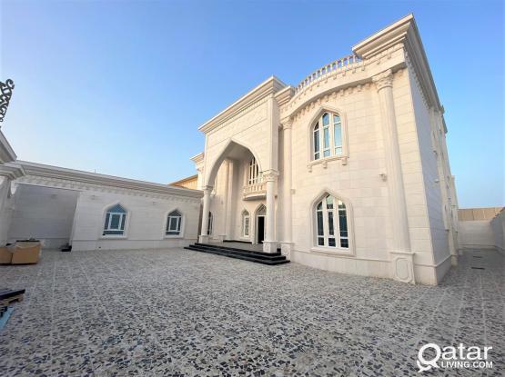 Luxurious Brand New 10BR Villa in - للبيع فيلا راقية في المشاف