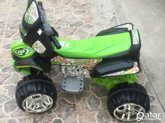 Kids quad 4 tires Battery Operated mint condition