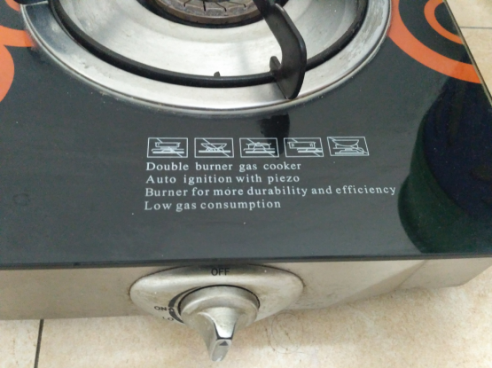 Gas cooking top with 2 automatic burner.