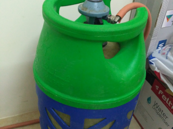 12kg Gas cylinder with knob and pipe.