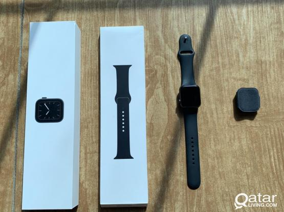 Apple Watch Series 5 GPS 40mm (Extra Band)!