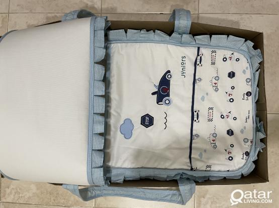 Baby bassinet/ Baby carrier