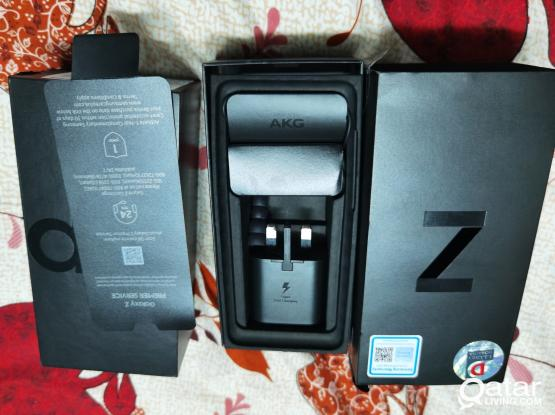 Samsung  Z Flip 8Gb/256Gb warranty with Bill Box all original accessories