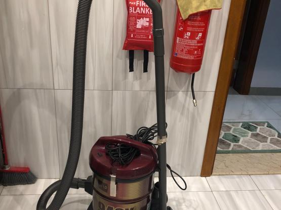 Hitachi 15 Litre Vacuum Cleaner