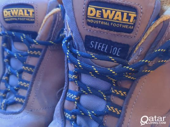 Dewalt safety shoes
