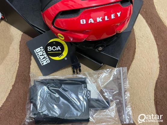 New OAKLEY ARO5 Road Bike Helmet Size Small 52-56cm