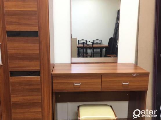DRESSER WITH MIRROR BRAND NEW -CALL OR WHATS APP -77850533
