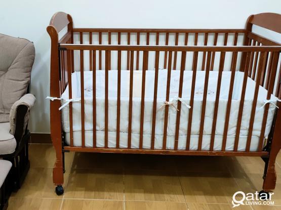 Crib with matress + rocking chair