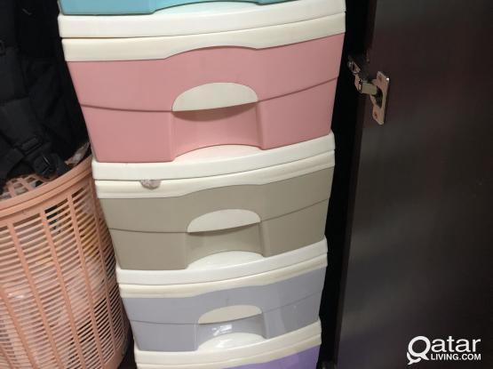 Plastic drawer 100 riyal fixed
