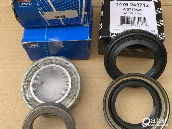 Nissan Xterra rear wheel axle bearing+spacer and seals (fits M226 rear axle type)