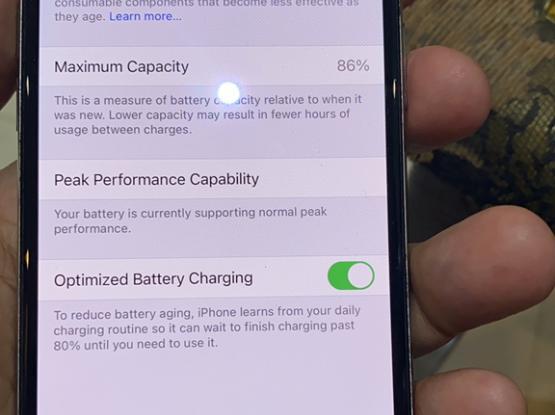 iPhone X 64GB   Qar 1,100/-