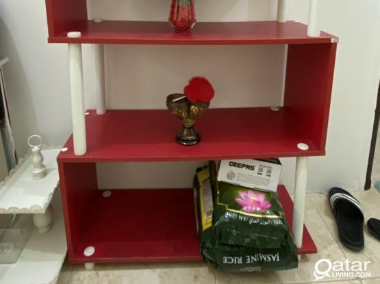 SHELVES IN GOOD CONDITION