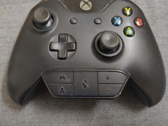 XBOX ONE CONTROLLER WITH AUDIO ADAPTER