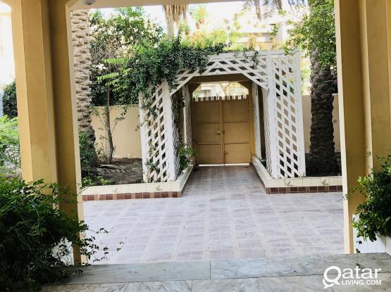 6 BEDROOMS BEAUTIFUL VILLA AVAILABLE IN MARKHIYA