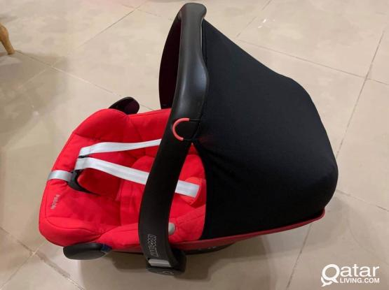 Maxi cosi car seat + maxi-cosi familyfix base