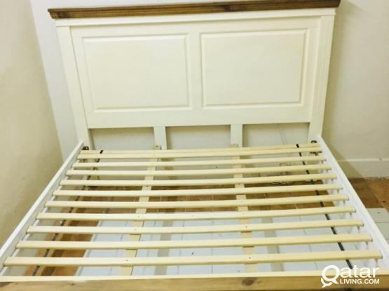 King Size bed with Mattress ( Good Condition)