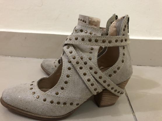 Selling Brand New Women Shoes