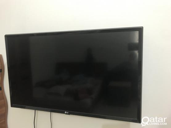 """LG TV, LED 32"""" with Airtel HD receiver"""