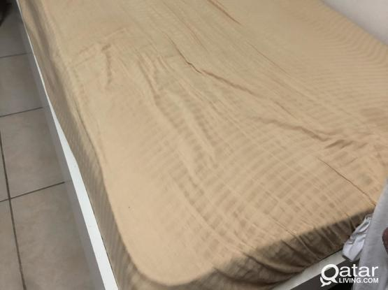 Home center bed& metress size 120x200