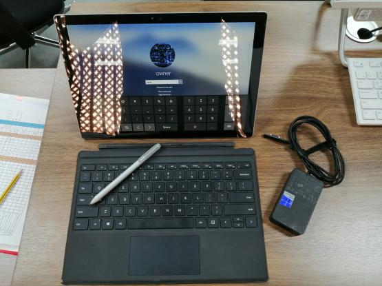 Microsoft Surface Pro 4 i7 16gb 256ssd, w/kb & pen