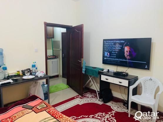 Fully Furnished NEAT Studio : ROOM + KITCHEN + BATHROOM + WiFi