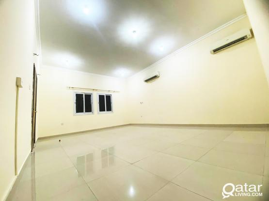 In Thumama area studio Flat for rent very nice location !