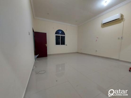 Proper Studio Available In Thumama