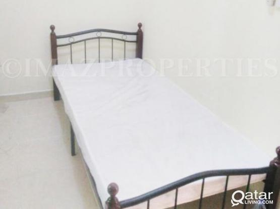 bed space and room available  mamoura near parco mall