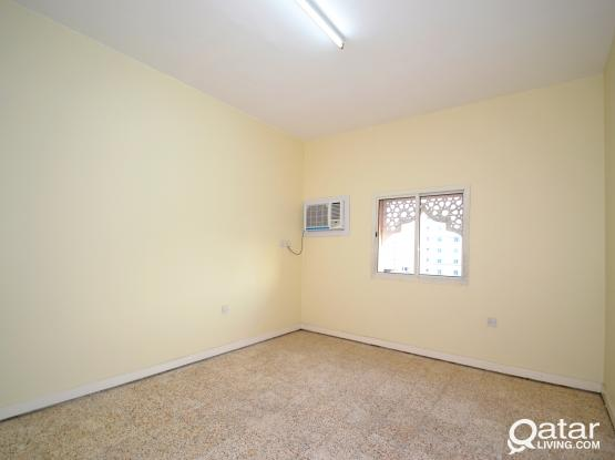 2-bed unfurnished apartment Um Ghuwalina
