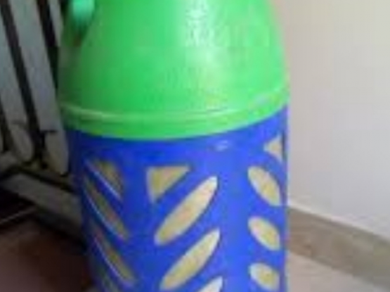 Gas cylinder available with regulator