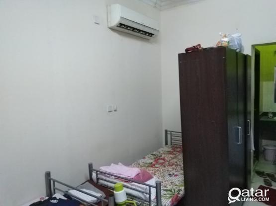 executive bed space only for two month (temporary- Nov-dec) near masjid,near safari hyper