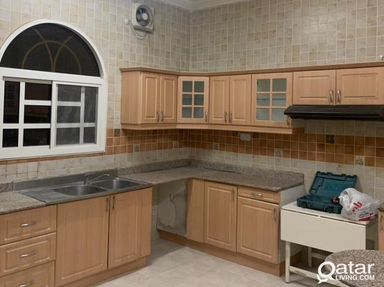 8 Bedroom Villa For Family or Female Staff - Ainkhalid
