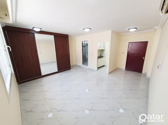 Specious Studio Flat in Al Duhail No comm. charge !