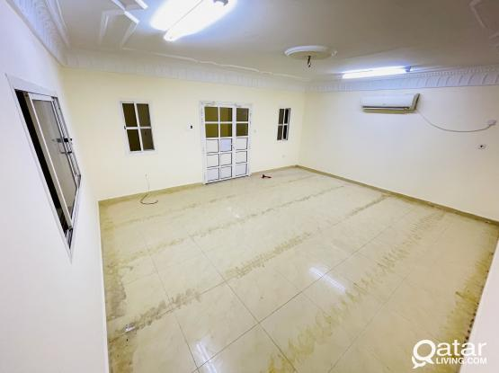 Spacious 1Bhk For Rent In Mamoura