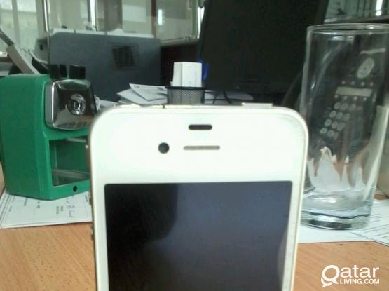 IPhone 4 , White 32 GB For Urgent Sale