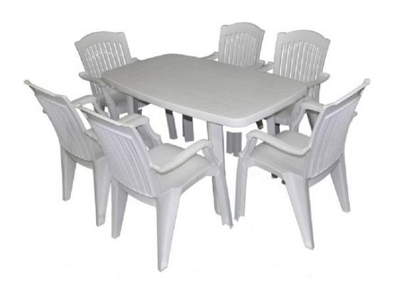 urgent - Plastic 4 Seater Table + 2 Chair on Sale