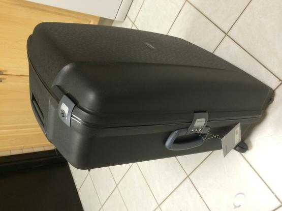 Brand New Samsonite Spinner Suitcase