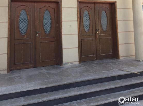 9 bed rooms staffs villa at al khor forr ent