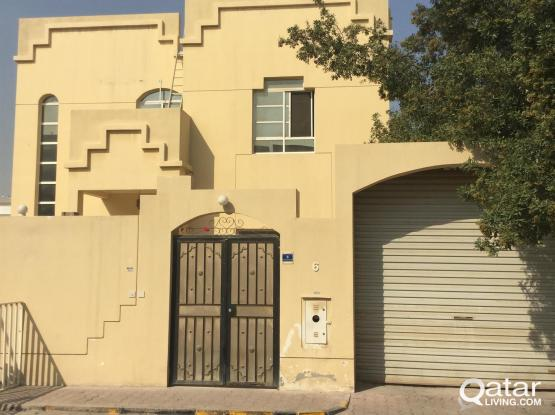 Great Offer:Big 5 Bedroom Compound Villa in Heart of the City, Near to Hyper Market.