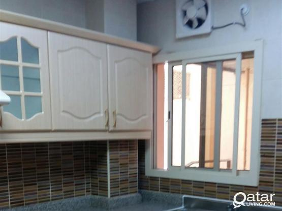 EXCELLENT 2 BHK UNFURNISHED FLAT WITH BIG HALL+BALCONY+CETRALISED AC IN MANSOURA NEAR AL MEERA
