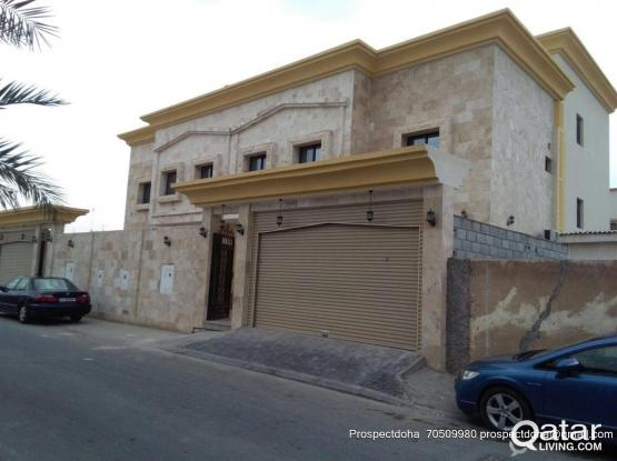 THREE  BEDROOM HALL   KITCHEN TWO  BATHROOM AVAILABLE  FOR BACHELOR BEHIND AFGHAN RESTUARENT  WAKRA