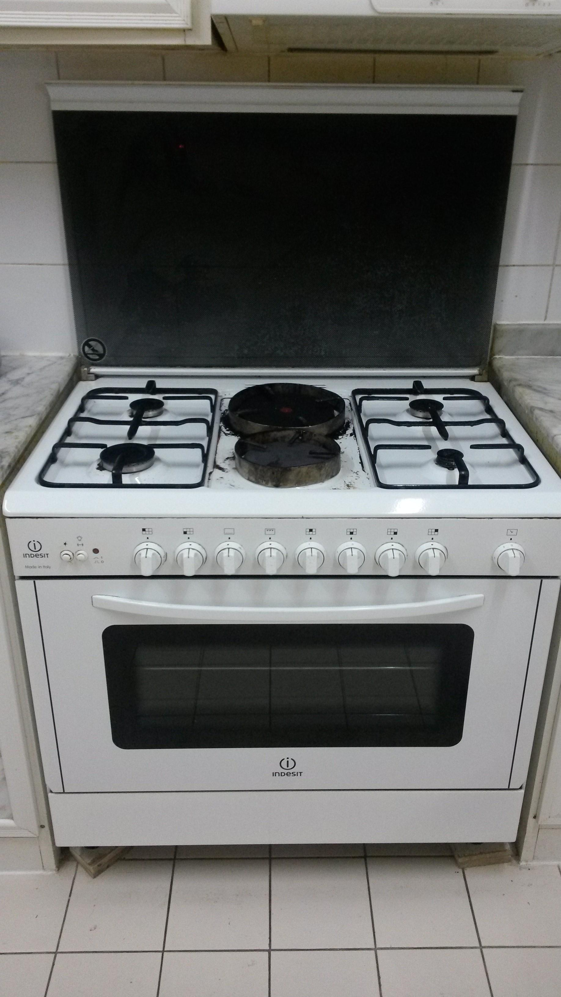 Cooking range: 4 numbers gas burner +2 numbers hot