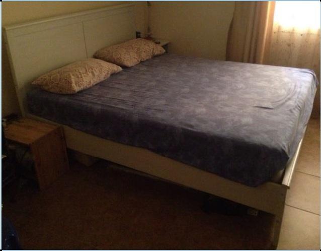 Single Room & Private BathRoom- Al Sadd-Behind