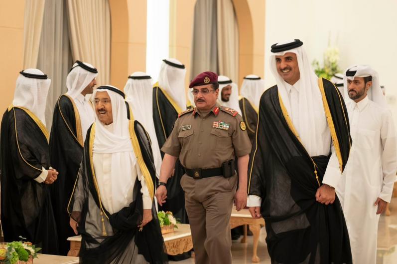 HH the Amir, Kuwaiti Amir discuss ways to enhance bilateral ties