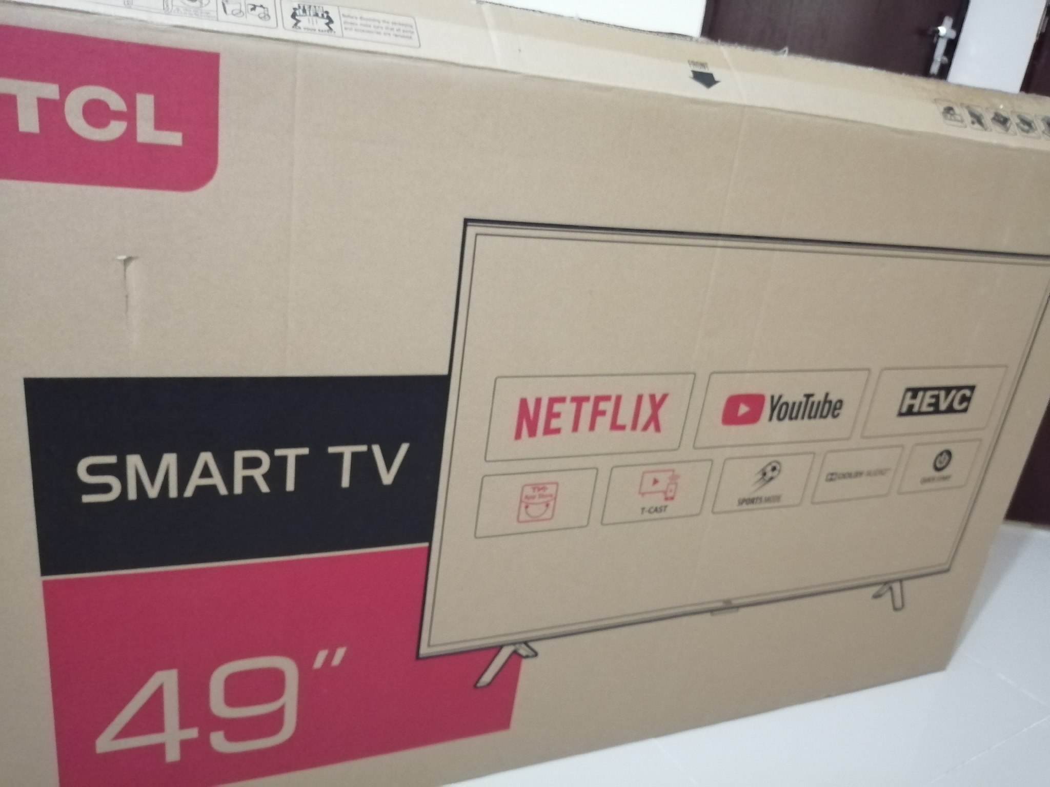 TCL smart tv 49inch with table   Qatar Living