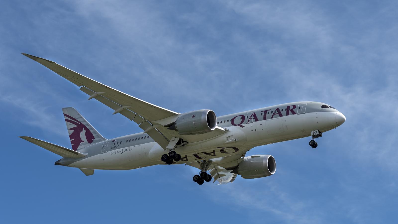 Thai woman gives birth on Qatar Airways flight