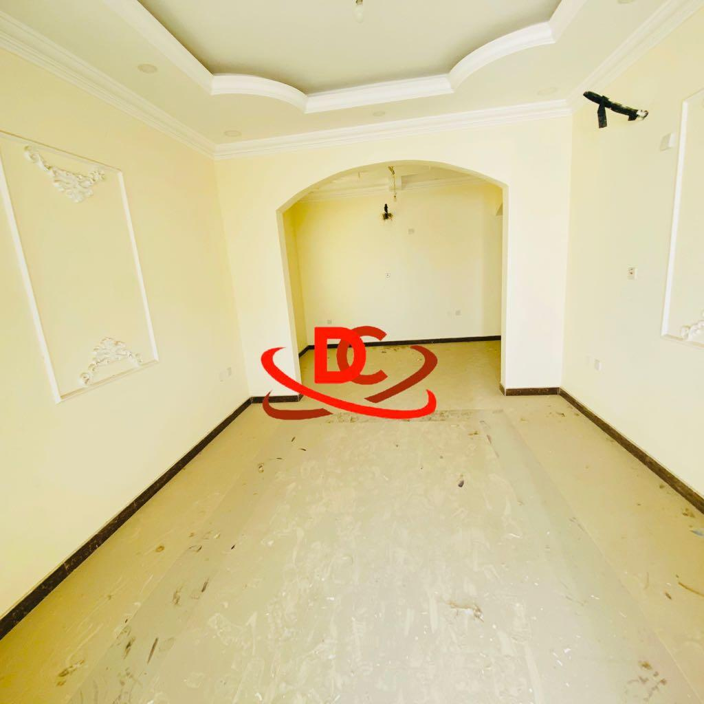 Very Nice  6 Bedroom Villa  + Maid Room Umsilal Al