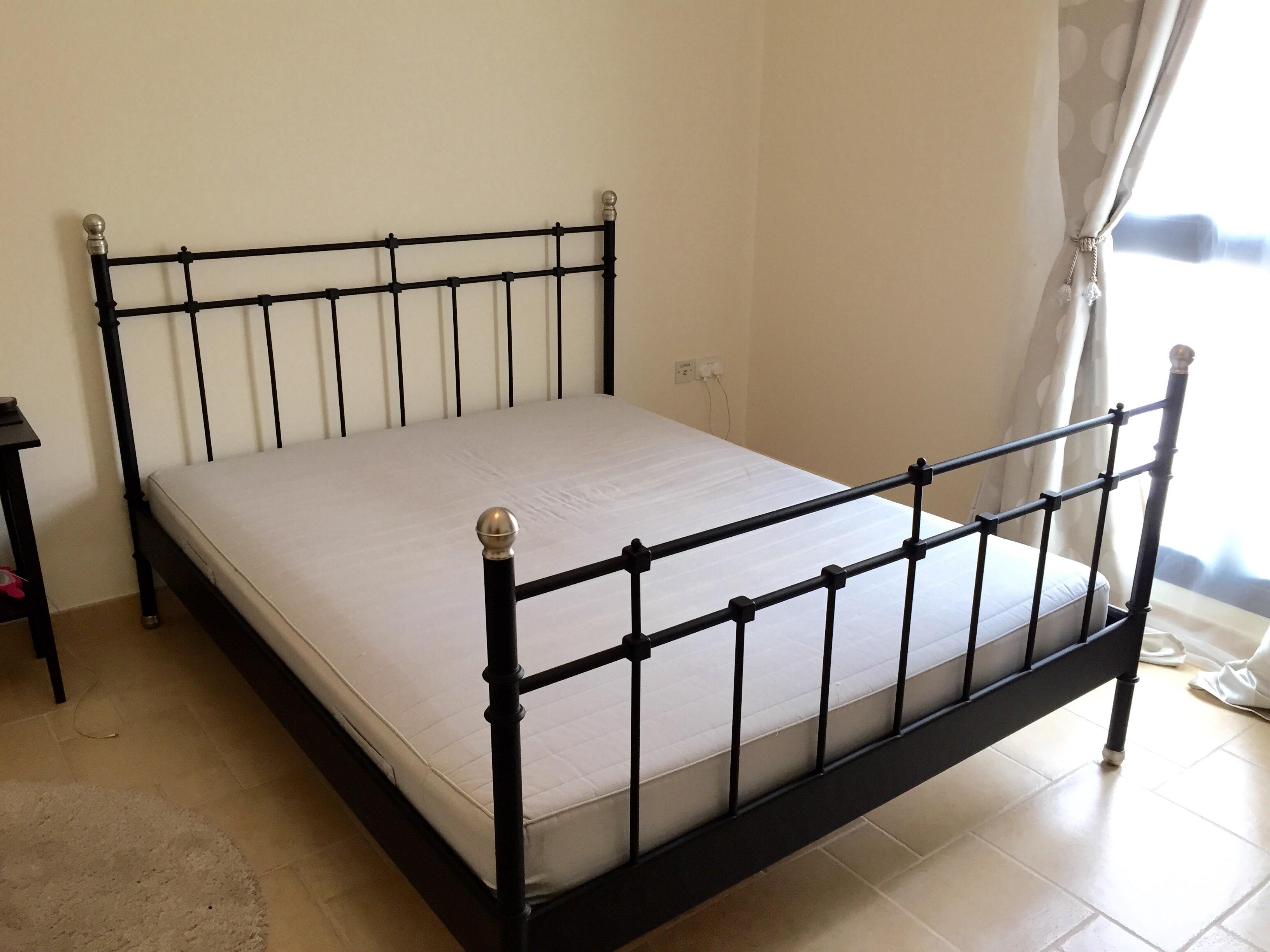 ikea svelvik bed 160 x200 frame and mattress for sale. Black Bedroom Furniture Sets. Home Design Ideas