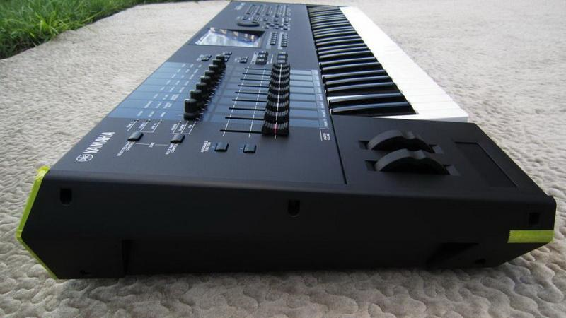 BRAND NEW YAMAHA MOTIF XF7 with BRAND NEW FLIGHT CASE *See
