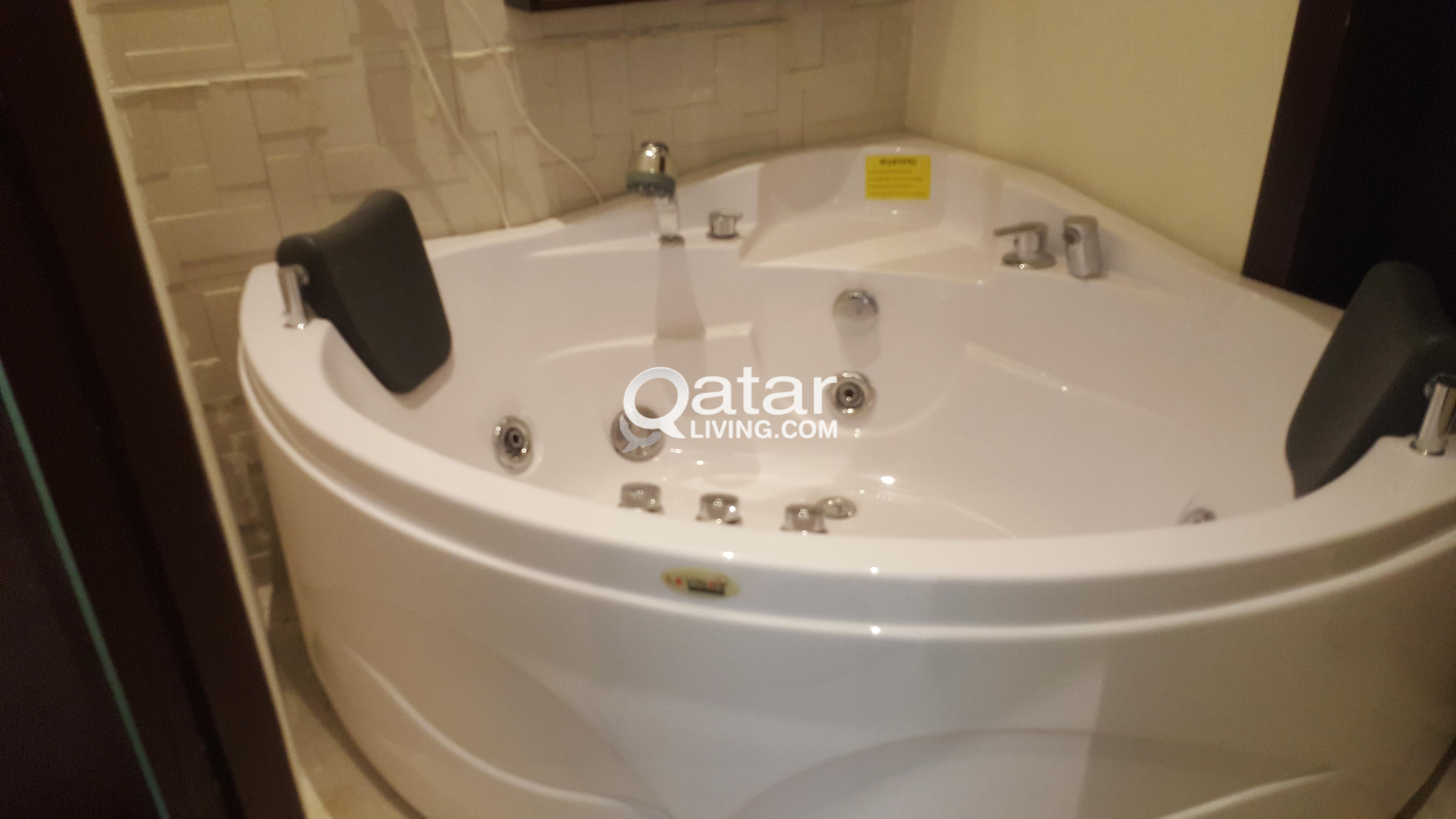 Jacuzzi Bath Tub - PRICE REDUCED | Qatar Living